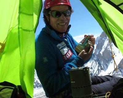 Óscar Cadiach completa su gesta: 14 ochomiles sin oxígeno a los 64 años