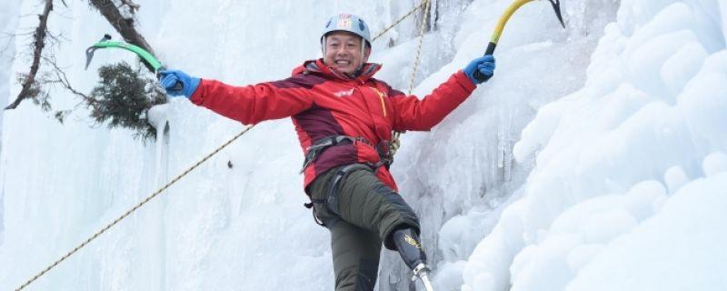 Un escalador chino protagoniza una increíble historia de superación