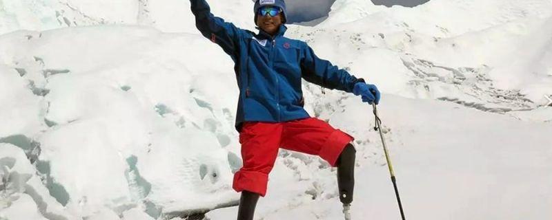 Un escalador chino sin piernas recibe permiso para intentar escalar el Everest por quinta vez