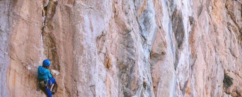 Descubre algunos de los mejores lugares para hacer escalada cerca de casa