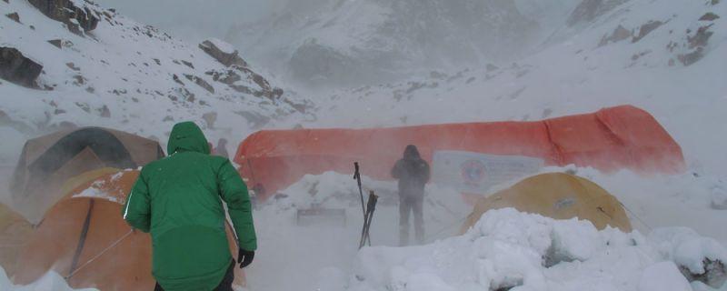 Temporal de frío y nieve en el Campo Base