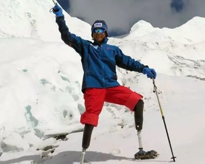 Un escalador chino sin piernas recibe permiso para intentar escalar el Everest por quinta vez
