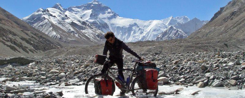 13 años en bicicleta por el mundo. Entrevista al viajero Aitor Igiñitz.